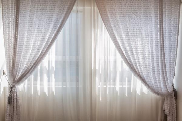 Choosing the curtain length | GotProperty
